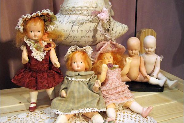 Выставка ретро-кукол ко Дню матери